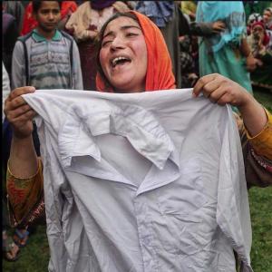 Grieving Kashmiri sister (QNS 24x7) May 4 2018
