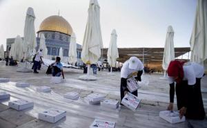 Iftar at Al Aqsa July 17 2013 (Saeed Qaq)