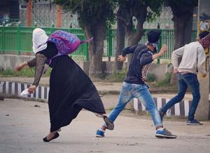 Kashmir--Srinagar students (Faisal Khan) May 17 2017