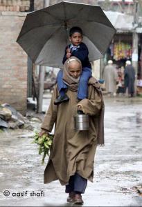 Kashmiri man & grandson Aasif Shafi May 2018