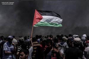 Pal flag at protest vs US embassy (Shehab News) May 14 2018