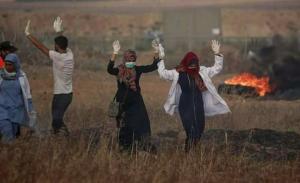 Razan & other voluntary medics with hands up June 1 2018
