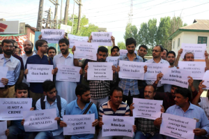 Kashmiri journalists protest arrest of Aasif Sultan Sept 10 2018